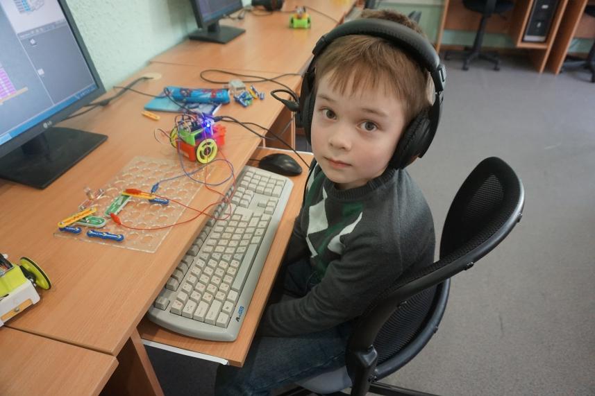Кружки в школе робототехники для детей в СПб «Робикс»